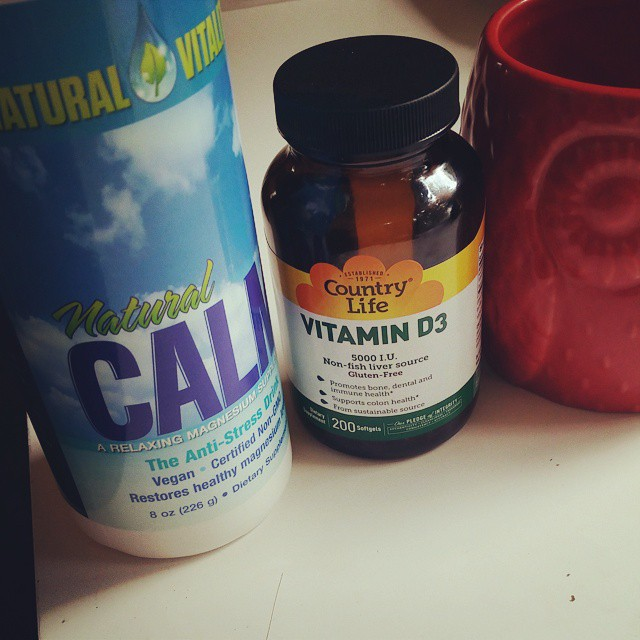 No olvides tomar tu magnesio y vitamina D3 el día de hoy. La exposición al sol es lo mejor pero en tiempos fríos la neblina lo impide.