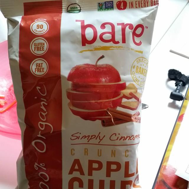 Encontré estos chips de manzana para los chicos y para mi tambien. De manzanas orgánicas deshidratadas.(único ingrediente)  Van muy bien con algo de prosciutto o sorpressata y mostaza. Nam Nam ???